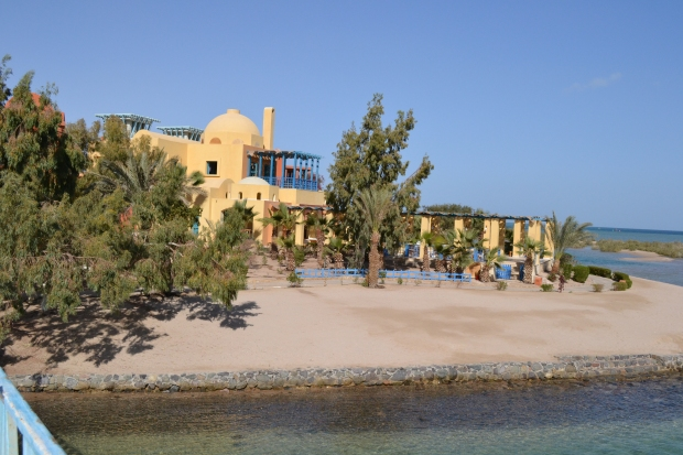 Different earth-tones used throughout El-Gouna.