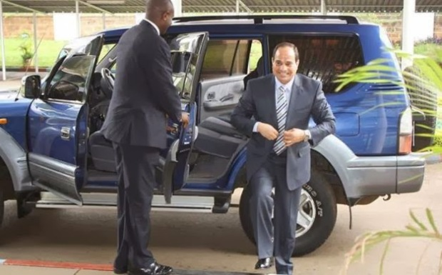 Sisi in a suit was already weird enough.
