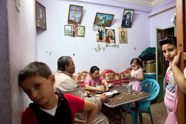 A Christian family has dinner in Minya, September 2013. Credit: Bieke Depoorter