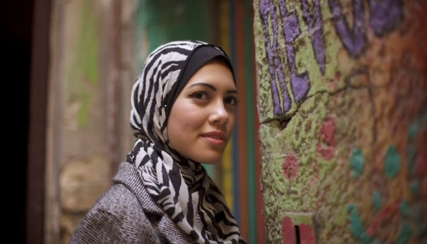 People often fail to recognize that the hijab does not mean a 'bad' fashion sense. This is Mayam Mahmoud, the first veiled rapper, who recently won a prestigious international award.